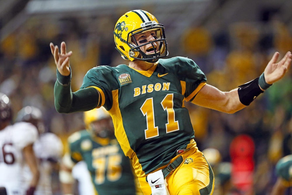 brand new 1cb3f 4fb6a 2016 NFL Draft Film Review: Carson Wentz, QB, North Dakota ...
