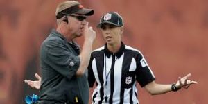 Should Sarah Thomas be booed by the fans when she makes a mistake?